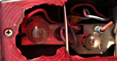 Lanterna quebrada de carro acaba em desentendimento e lesão corporal