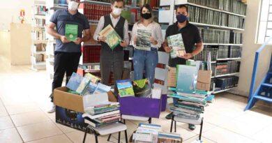 Departamento de Meio Ambiente cede 350 livros à biblioteca de Ivaiporã