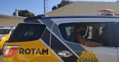 ROTAM prende suspeitos de tráfico e apreende carro com indicativo de roubo