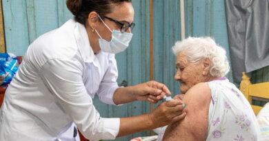 Saúde de Jardim Alegre realiza vacinação em idosos nos domicílios