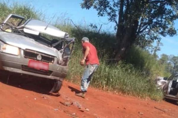 Grave acidente envolve camionete e Uno na Água da Jacutinga