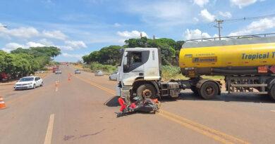 Motociclista morre em colisão com caminhão, neste sábado em Andirá