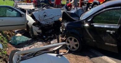 Colisão entre carros deixa dois mortos na BR-376, em Paranavaí