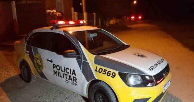 Dois suspeitos de roubar carro morrem em confronto com a polícia no Paraná