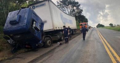 Mãe e filho morrem atropelados por caminhão no Paraná