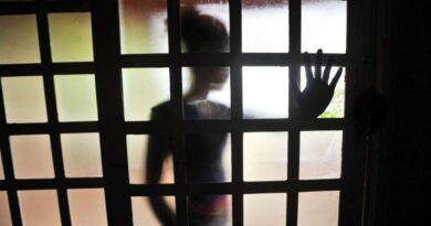 Homem é preso suspeito de mostrar órgão sexual para criança
