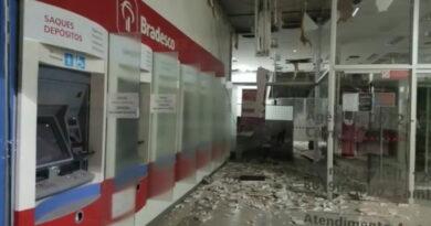 Ladrões fortemente armados roubam bancos em Cambará