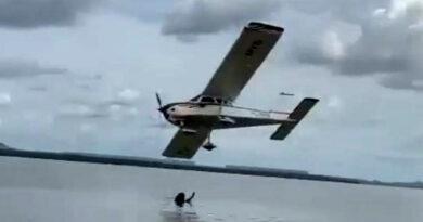 Piloto é preso por fazer acrobacias próximo a banhistas