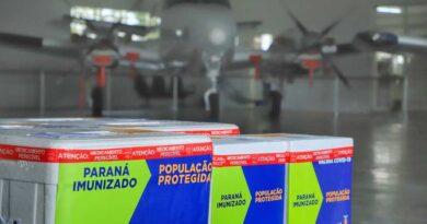 Paraná recebe lote com 368 mil doses de vacinas da Covid-19