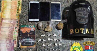 PM flagra tráfico de drogas em casas vizinhas, em Jardim Alegre