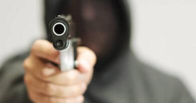 Assaltante armado com pistola rouba loja em Faxinal