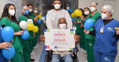 Idoso de 115 anos recebe alta após se recuperar da Covid