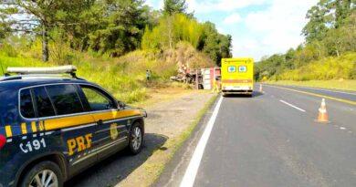 Motorista de carreta morre após bater em barranco na BR-376