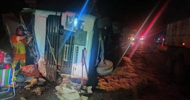 Motorista morre em acidente com caminhão na BR 376