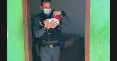 Mãe entrega bebê para traficantes como garantia de pagamento