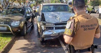 """Após provocar acidente, motorista tira """"cochilo"""" no carro"""