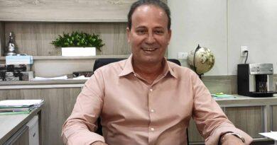 Prefeito Carlos Gil reassume cargo após licença não remunerada