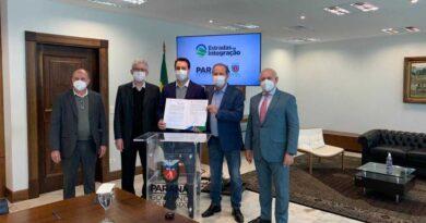 Ratinho Júnior e Carlos Gil assinam convênio de mais de R$2 milhões