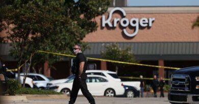 Homem armado mata uma pessoa, e fere pelo menos 12 nos EUA