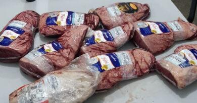 Mulheres são detidas furtando carne em supermercado