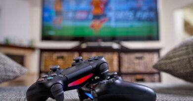 Ladrão furta TV e videogame de depósito em fundo de quintal
