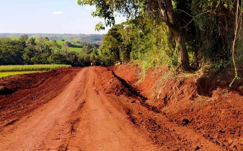 Obras de manutenção e readequação avançam nas estradas rurais de Lunardelli
